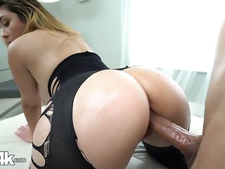 Babe in crothless yoga pants Serena Skye gets oiled apropos increased by fucked eternal