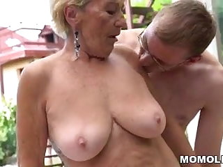 Granny hairy pussy on the top of young dick