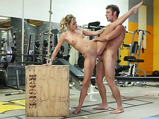 Jessa Rhodes Gags On Huge Veiny Cock In The Gym