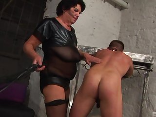 Matured Morica Jozserne knows how to please her submissive friend