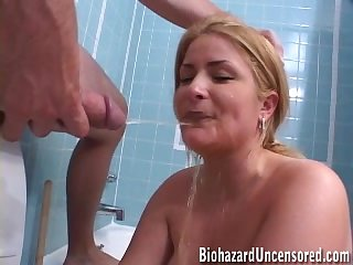 Horny guy pissing while his babe drinks urine with respect to the bathroom