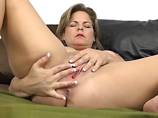 Hot milf felt horny increased by in the capacity of jerking off