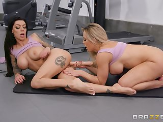 Lesbians are sharing rub-down the gym for a nice oral tryout