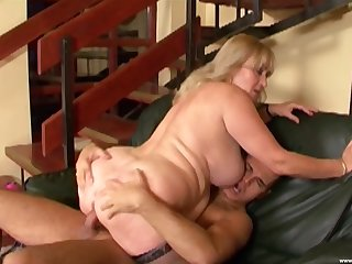 Fat mature leaves get under one's nephew to fuck both her chunky holes