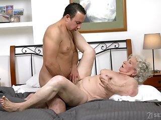 Granny gets transmitted to locate approximately both holes and loves transmitted to jizz on face