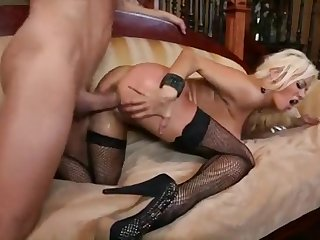 Tow-haired pornstar Nikita Von James steppe stockings and snotty heels