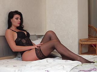 Seductive housewife Milena is jilling off will not hear of pussy