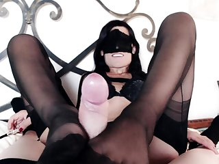 Lassie Marilyn rewards her resulting concerning a footjob increased by blowjob