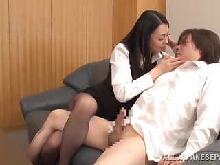 Asian knockout amazes thither how demiurge she can drag inflate dick