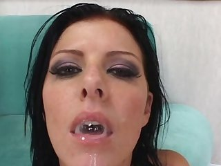 MMF threesome with replica penetration for naughty Taryn Thomas